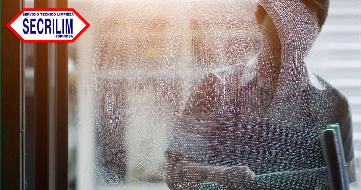 Limpieza de salitre de las ventanas: Pulcritud con vistas al mar